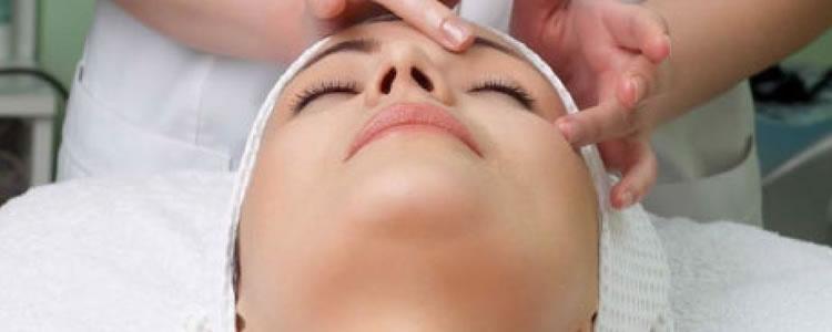 Limpeza de Pele Facial Profunda c/ Extração de Cravos + Clareamento + Máscara Calmante + Alta Frequência com aparelho Tonederm