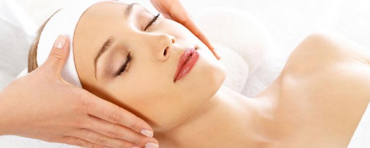 Limpeza de Pele Profunda c/ extração de acnes e cravos + luzes de led's + hidratação c/ drenagem facial APENAS R$45