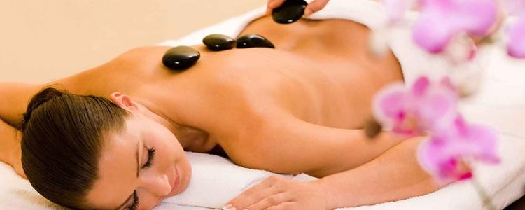 5 Sessões de Massagem Relaxante ou Massagem Terapêutica ou Pedras Quentes ou Drenagem Linfática ou Massagem Modeladora c/ Bandagem Quente