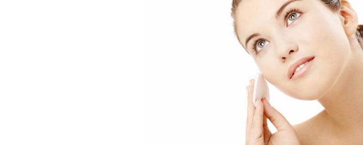 Limpeza de Pele c/ Extração de Cravos e Espinhas + Vapor de Ozônio + Alta Frequência + Peeling Químico ou Físico + Hidratação